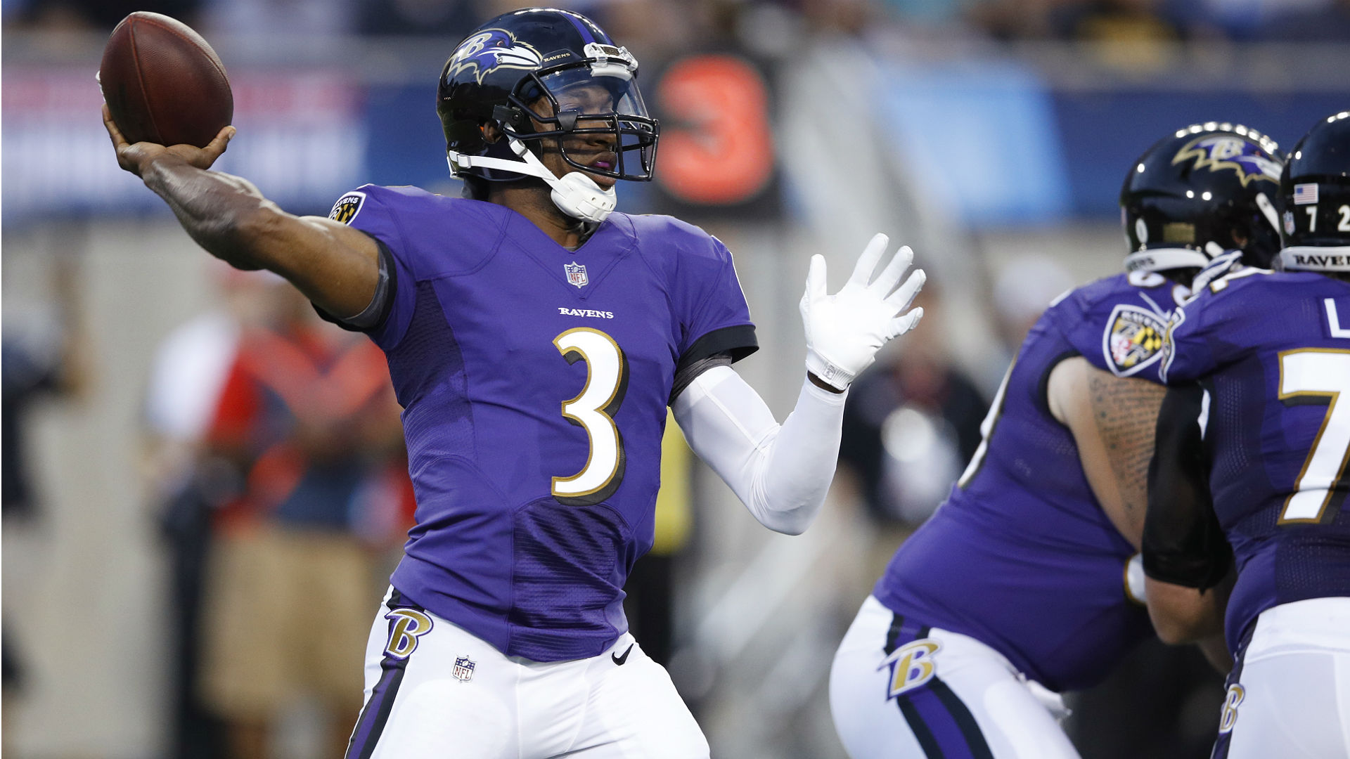 Ravens hold on to quarterback Robert Griffin III, report says