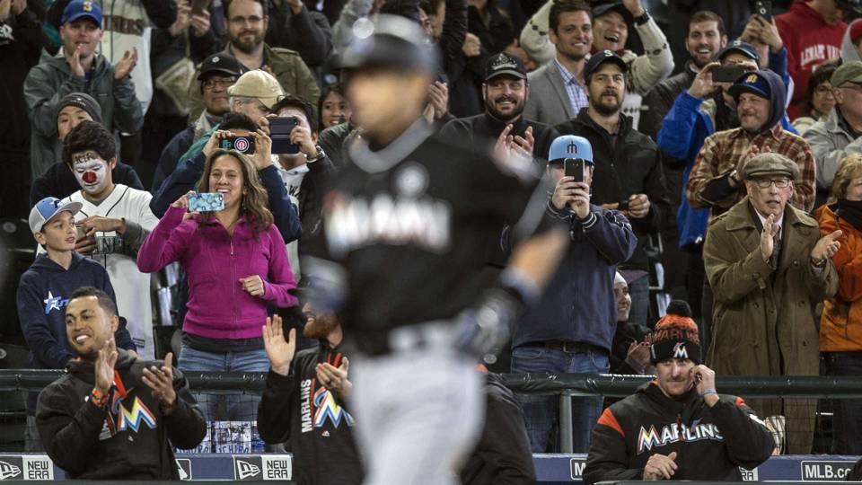 Seattle fans cheer Ichiro Suzuki's HR.