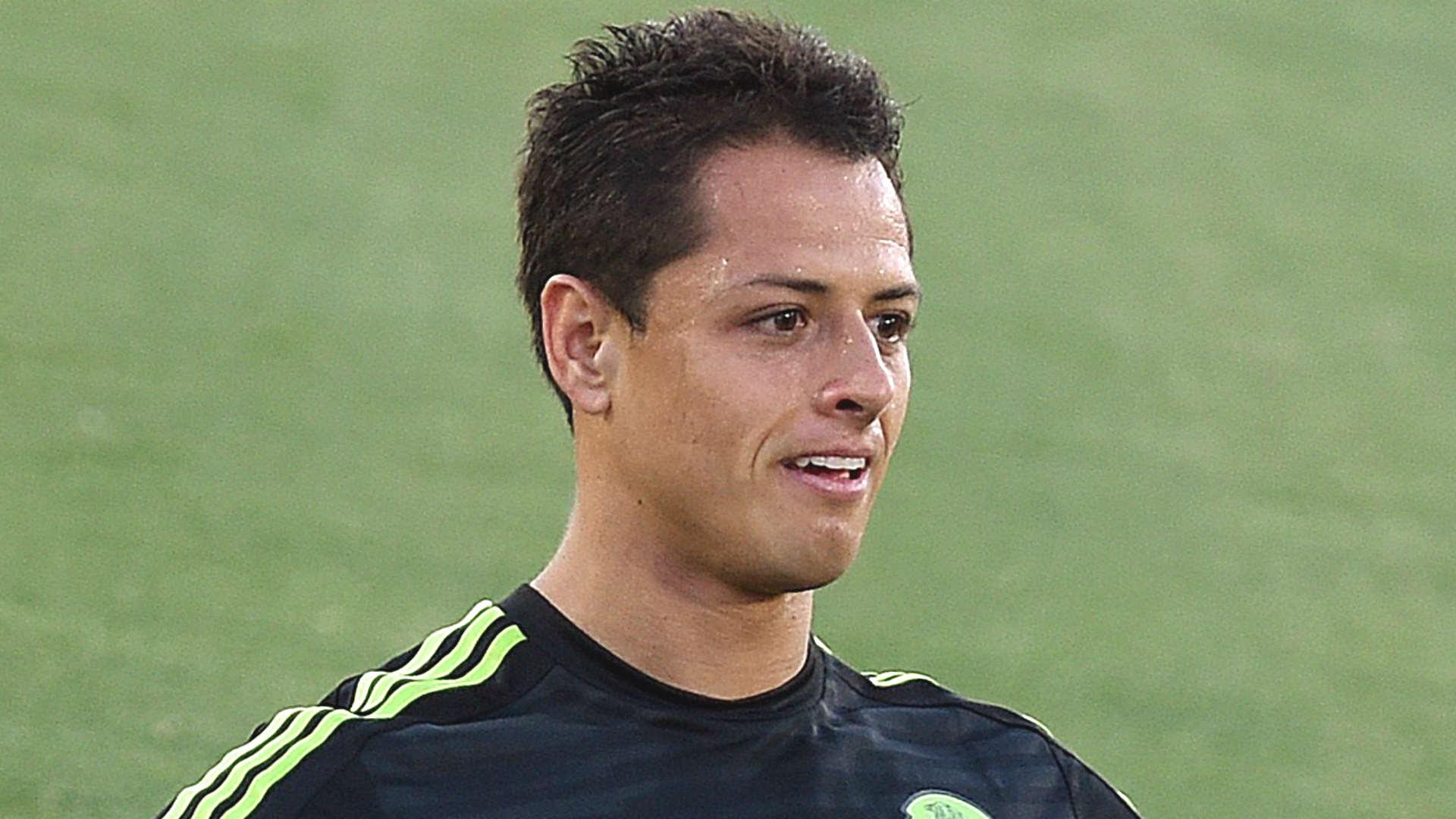 Mexico's Javier Hernandez taken to hospital with suspected broken collarbone