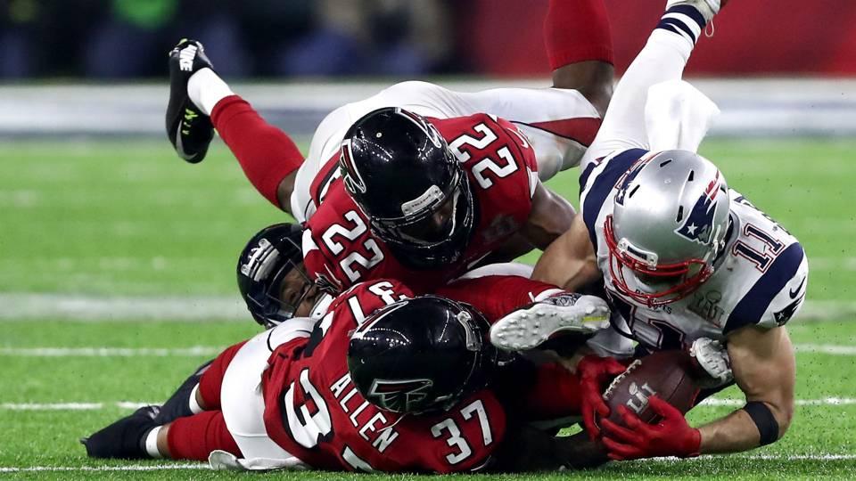 Ricrado Allen (37), Keanu Neal (22) et Julian Edelman (11) au Super Bowl LI