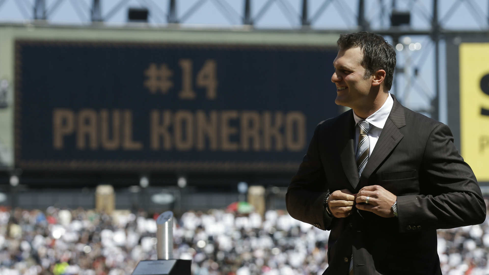 White Sox officially retire Paul Konerko's No. 14