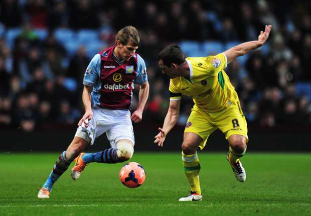 Aston Villa boss Lambert plans Albrighton contract talks