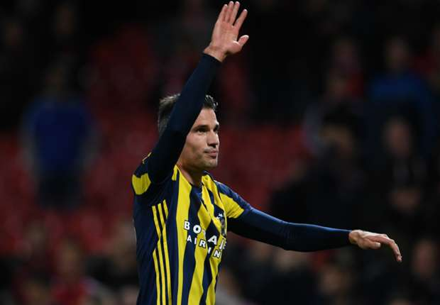 Van Persie's doctor: I thought he was a Sunday League player!