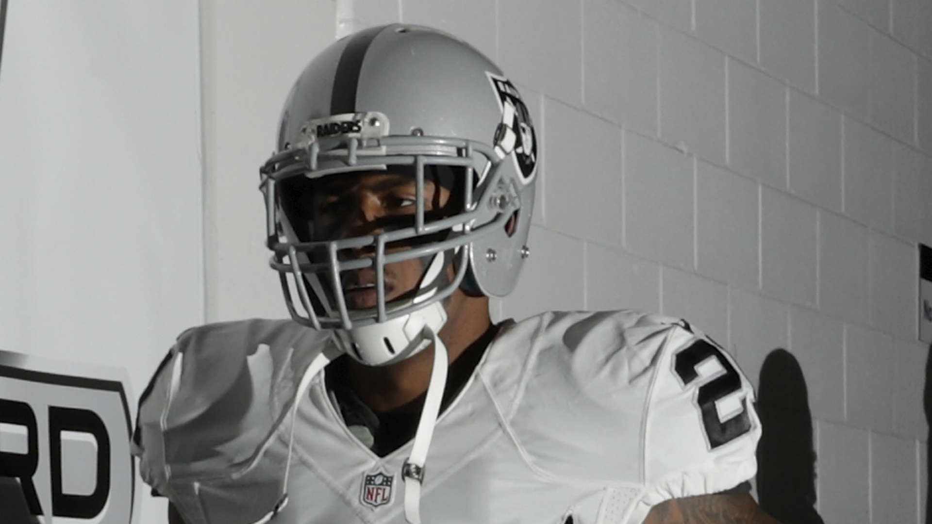 Oakland Raiders release CB Sean Smith, who's off to prison