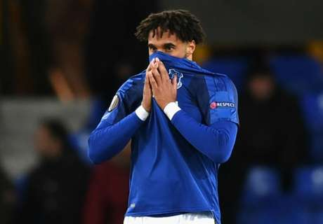 Unsworth questions Everton players