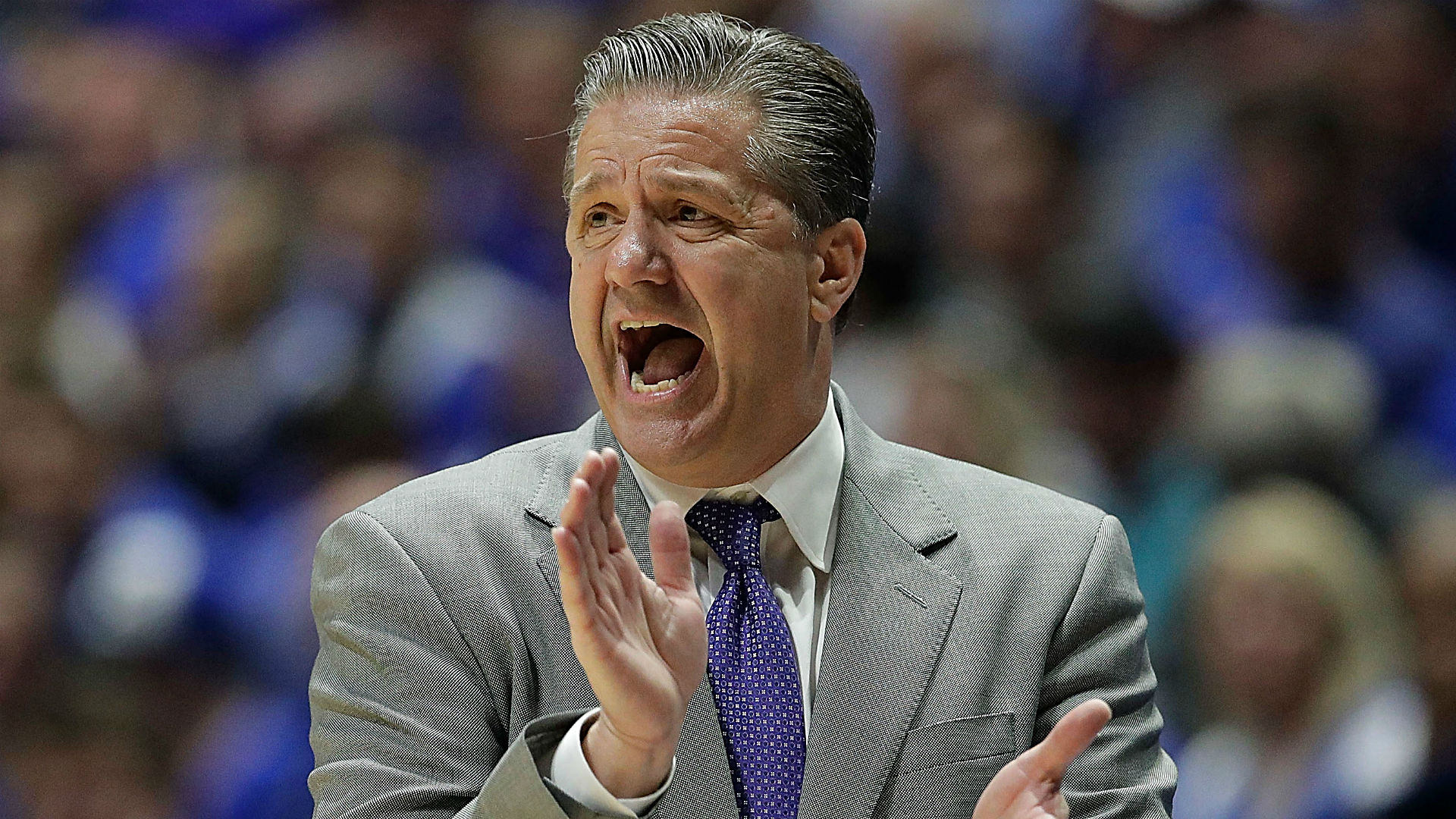 Calipari, Stoops sign 2-year extensions with Kentucky