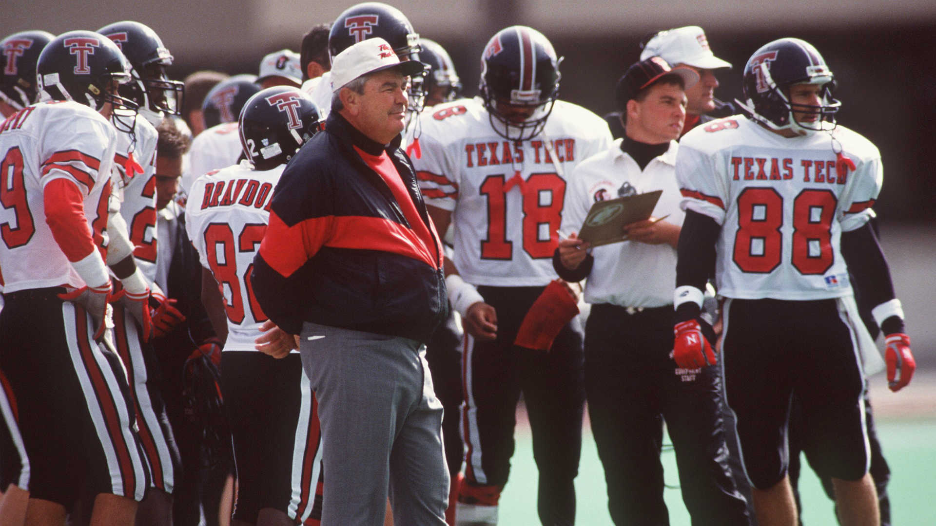 Spike Dykes, revered former coach at Texas Tech, dead at 79