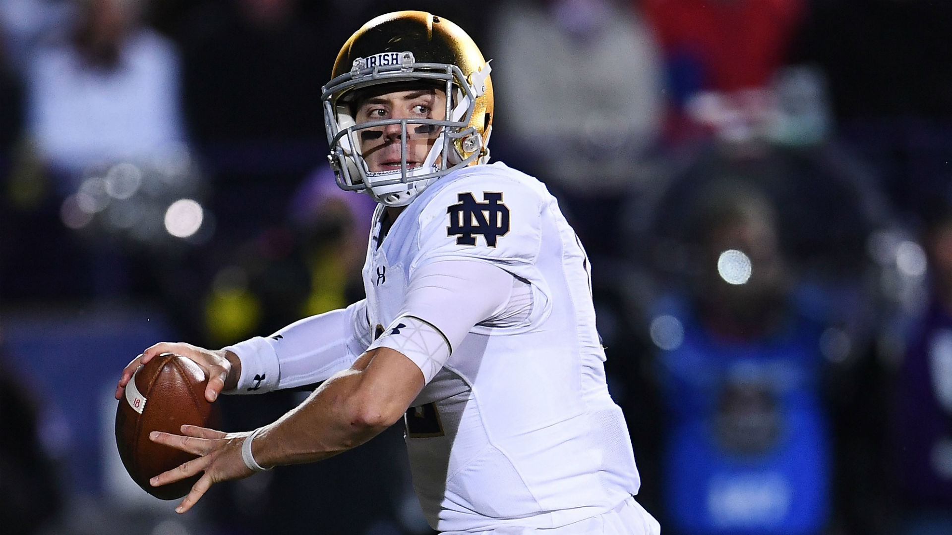 Notre Dame makes change at quarterback
