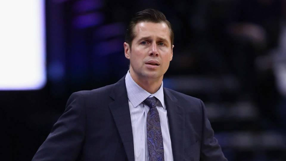 Kings GM Vlade Divac issues statement on report on Dave Joerger's job security