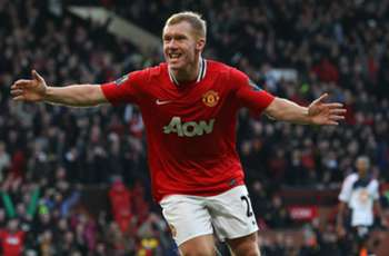 Manchester United great Scholes makes non-league return