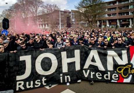 Ajax pays tribute to Cruyff