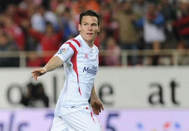 Sevilla 2-2 Barcelona: Gameiro completes comeback to give Madrid title hope