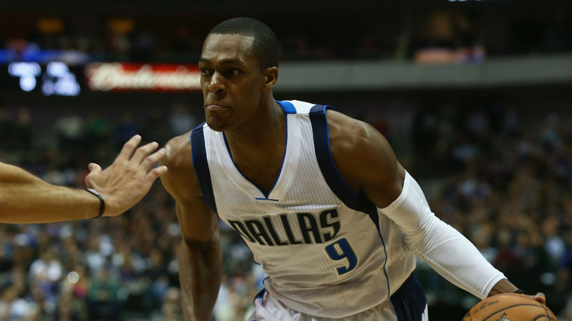 Lakers reportedly call Rajon Rondo to touch base; still unlikely to sign him