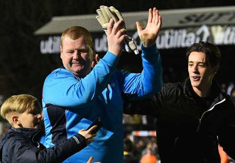 Sutton 'keeper resigns over pie-eating bet