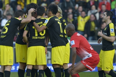 Bundesliga Wrap: Dortmund edge Freiburg, Mainz rescue point