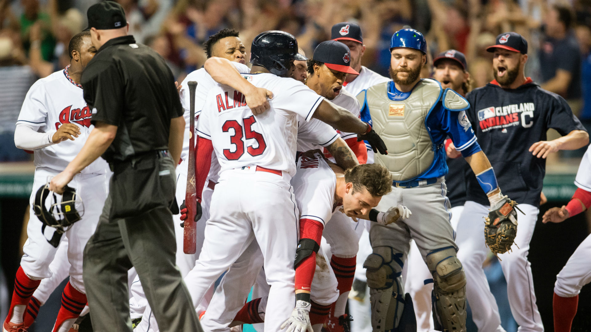 Tyler-naquin-hits-walk-off-inside-the-park-home-run_2h31815048oe17pdhwq64sfli