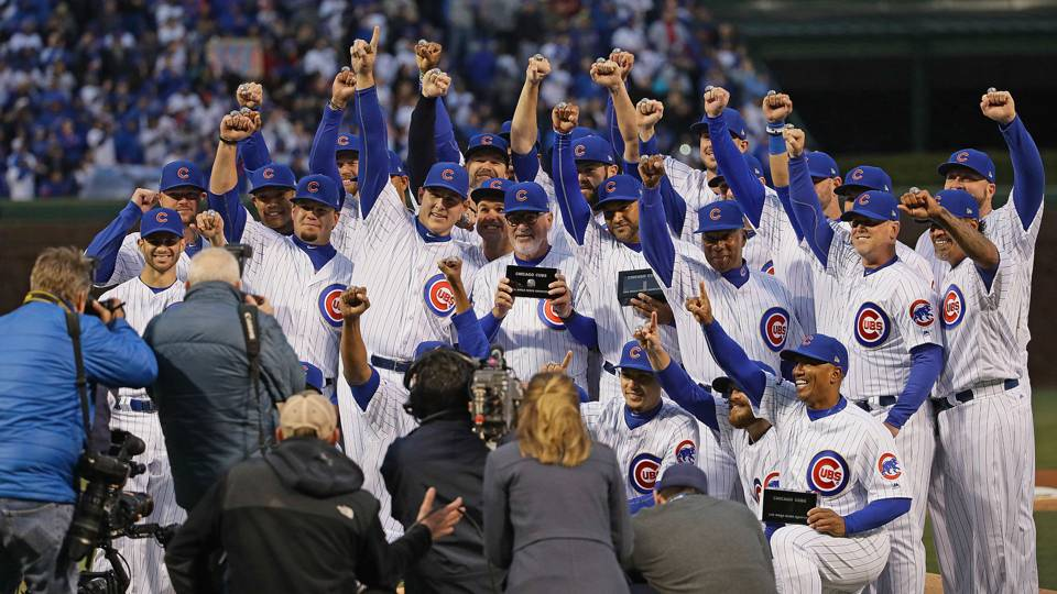 Cubs show off championship rings