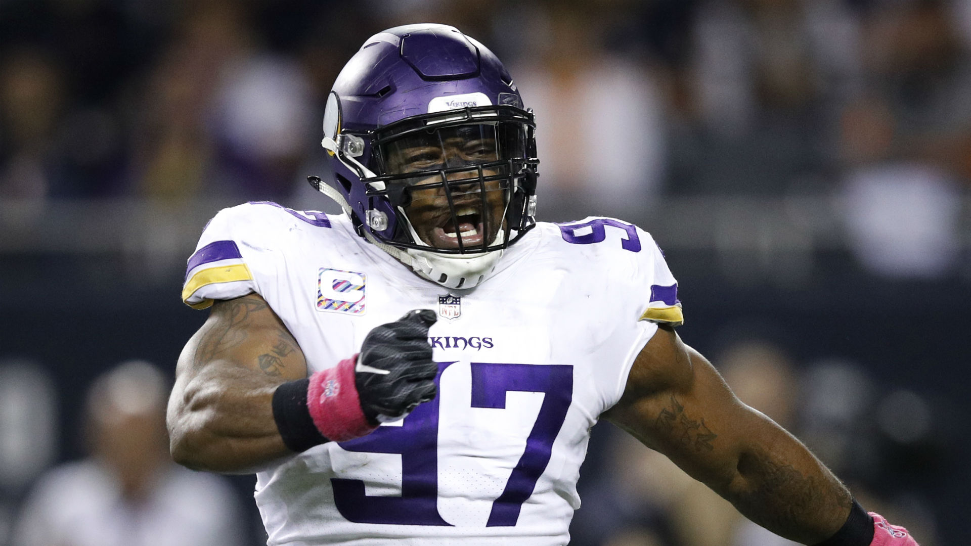 Vikings' Everson Griffen announces birth of baby on shirt
