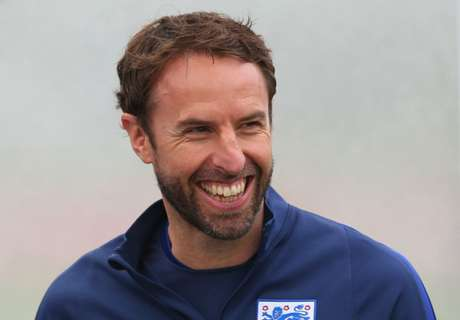 Wenger backs Southgate for England