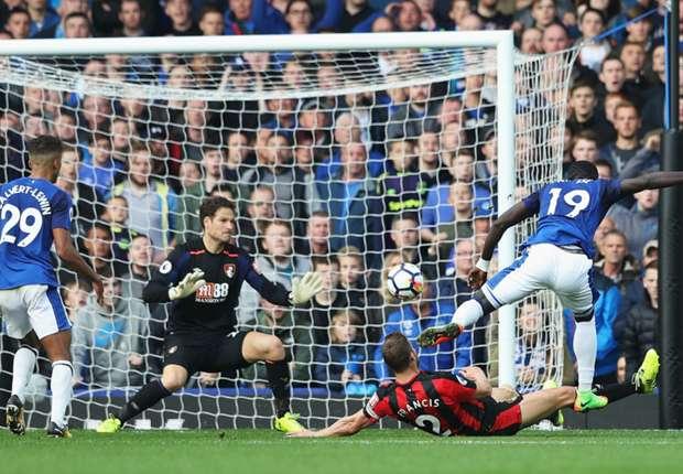 Oumar Niasse scores for Everton against Bournemouth