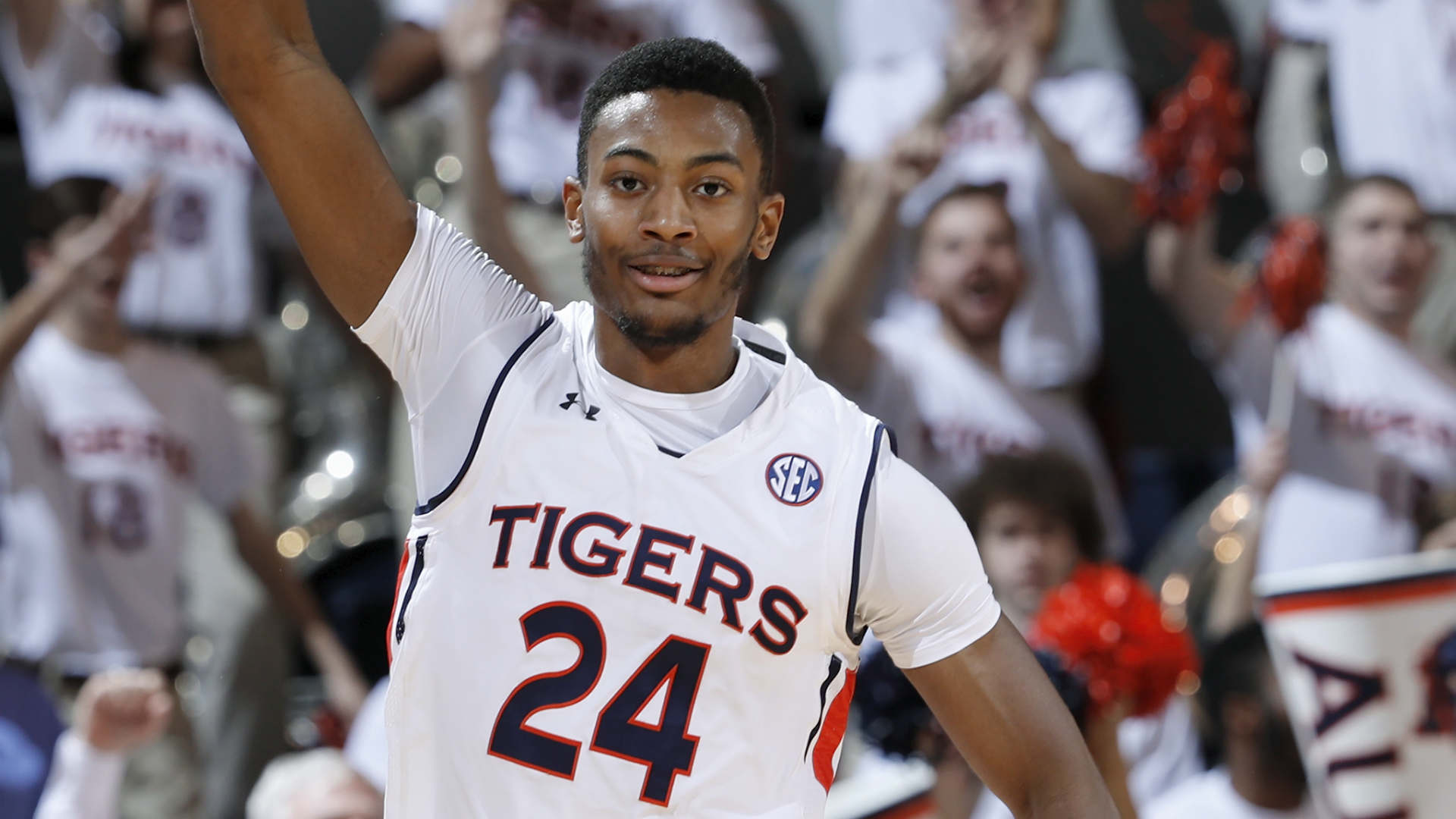 Auburn bench surrounds F Anfernee McLemore as sophomore carted off court