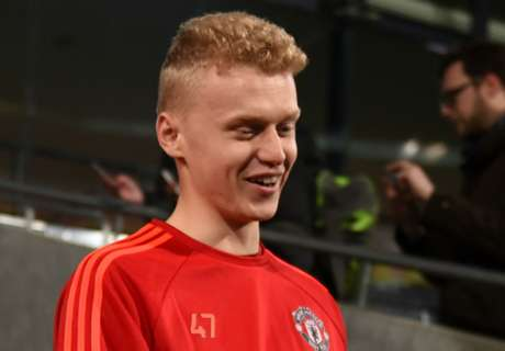 OFFICIAL: Hull swoop for Man Utd's Weir