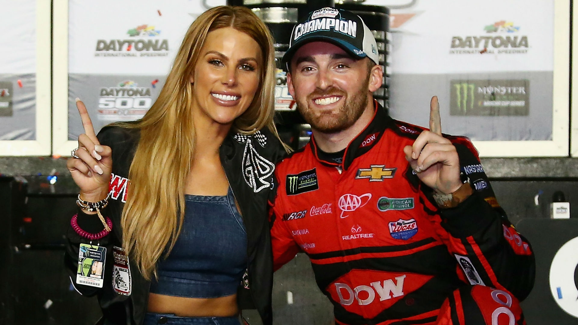 Alex Bowman starts Daytona 500 from pole in No. 88 vehicle