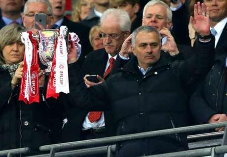 Mourinho Samai Rekor Ferguson & Clough