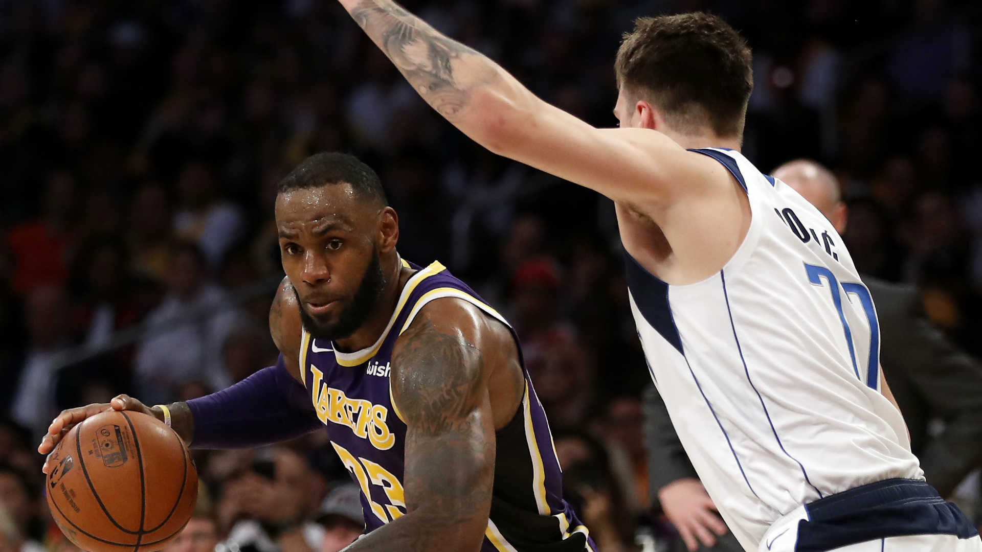 Lakers' LeBron James downplays heated Magic Johnson-Luke Walton meeting