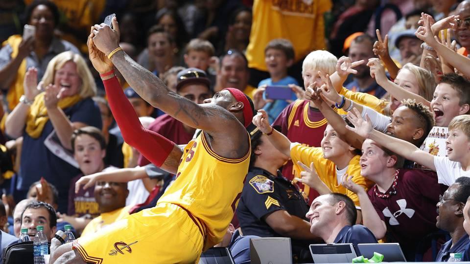 LeBron James implored to stay with Cavaliers via message on ... 38420e9e1e76