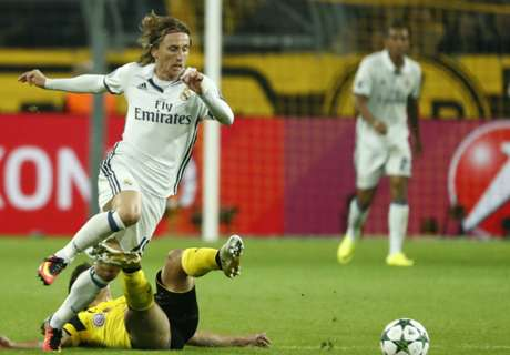 Zidane ignoring Cacic on Modric