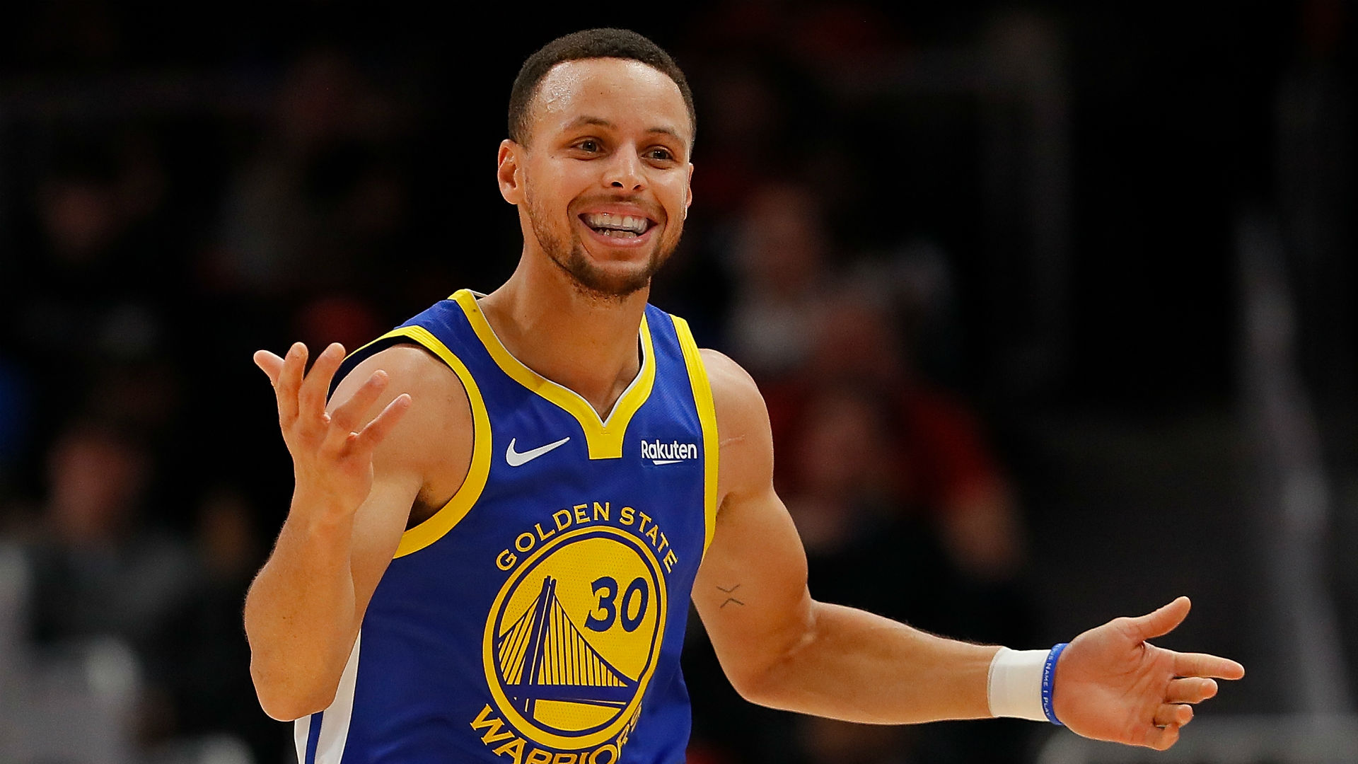 Stephen Curry reacts to Kings' trolling with moon video