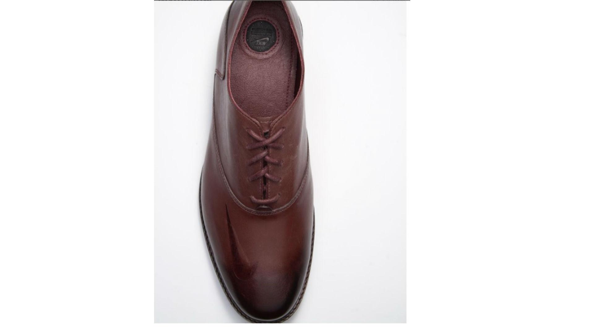 Ken Griffey\u0027s custom Nike dress shoe (Ken Griffey)