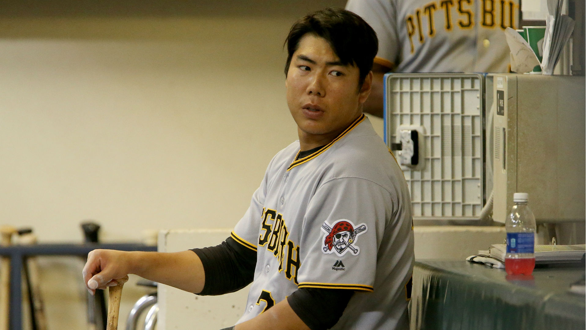 Pirates add Jung Ho Kang to 40-man roster, option him to Triple-A