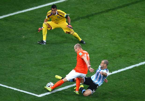 Argentina were lucky Robben hesitated - Mascherano
