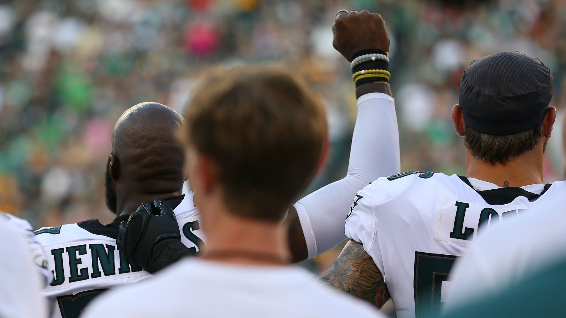 Eagles, 'Fins players protest during anthem