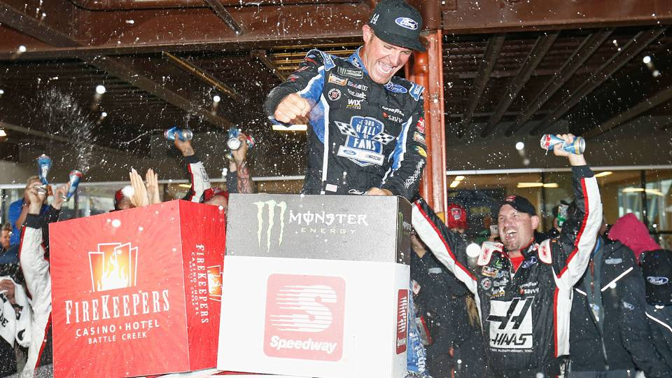 NASCAR results at Michigan: Clint Bowyer leads 1-2-3 Stewart-Haas sweep in rain-shortened race
