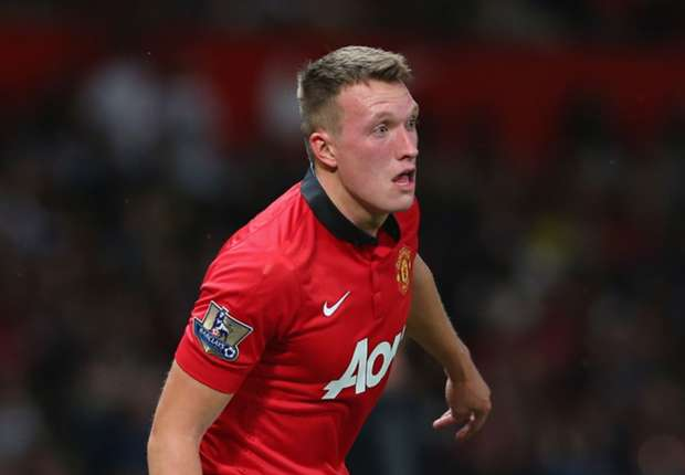 Manchester United defender Jones out for two weeks with knee injury