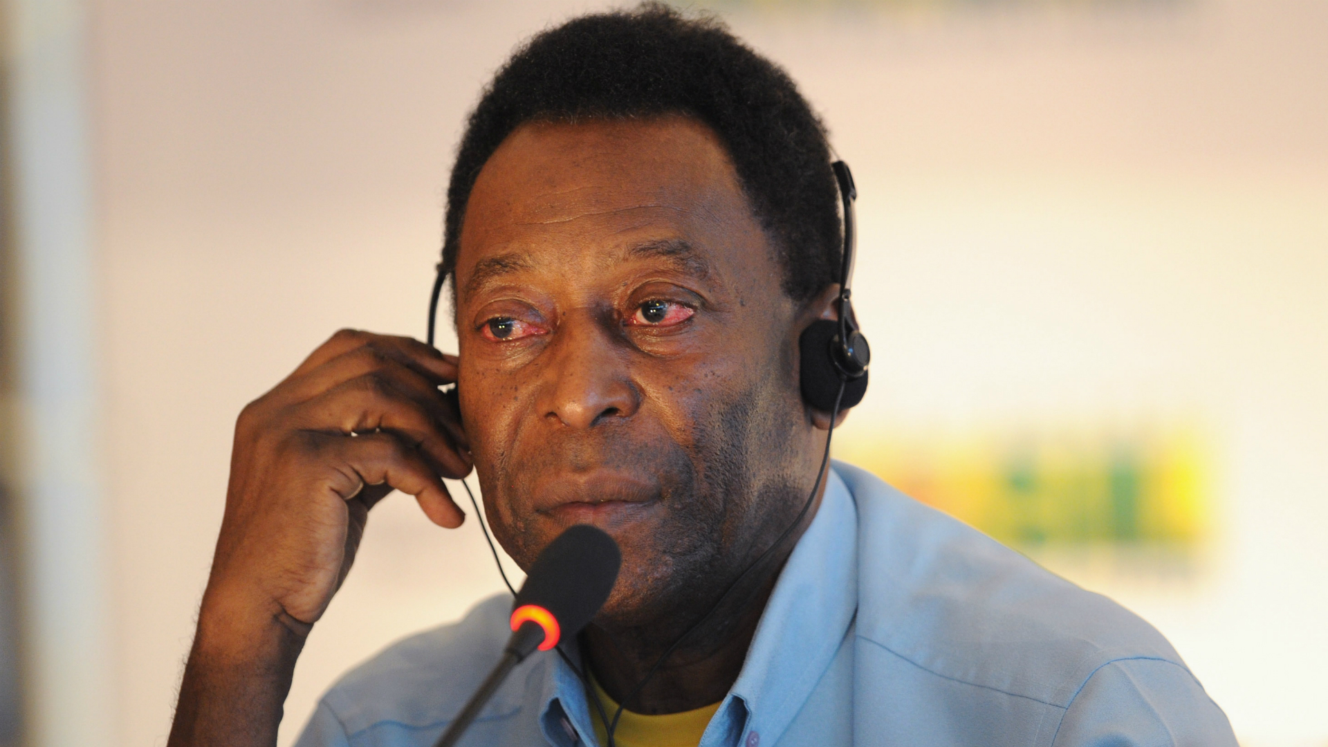 Pele, 78, hospitalized in France with urinary tract infection