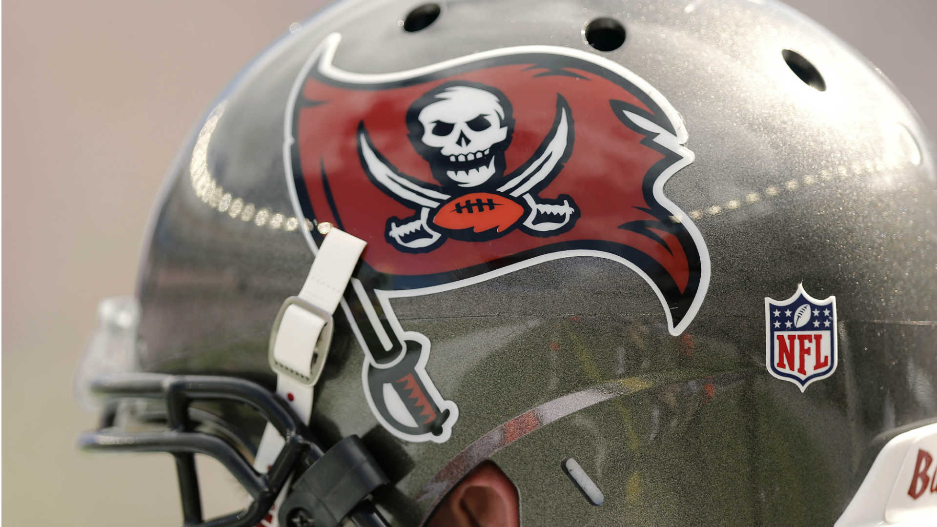 Bucs veterans pranked rookies with a fake $26000 dinner check