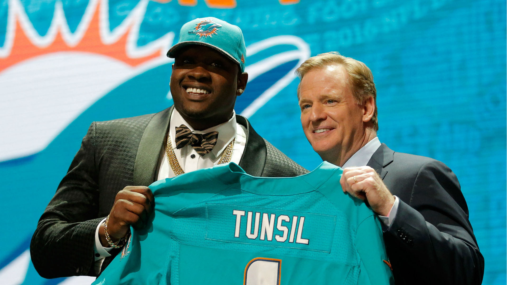 Dolphins draft pick Laremy Tunsil admits to taking money from Ole
