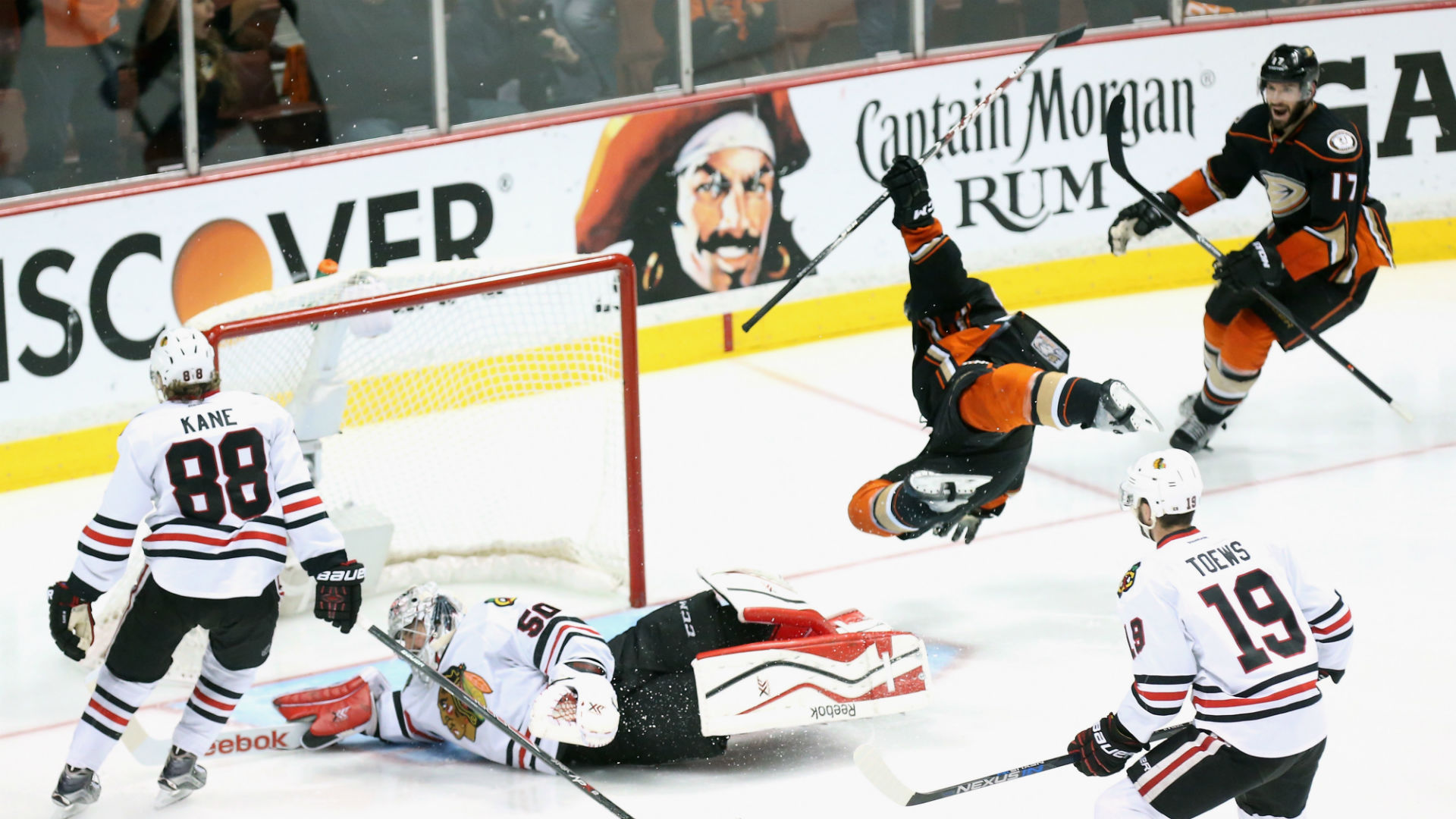 Ducks fend off Blackhawks in OT, take 3-2 lead in West finals