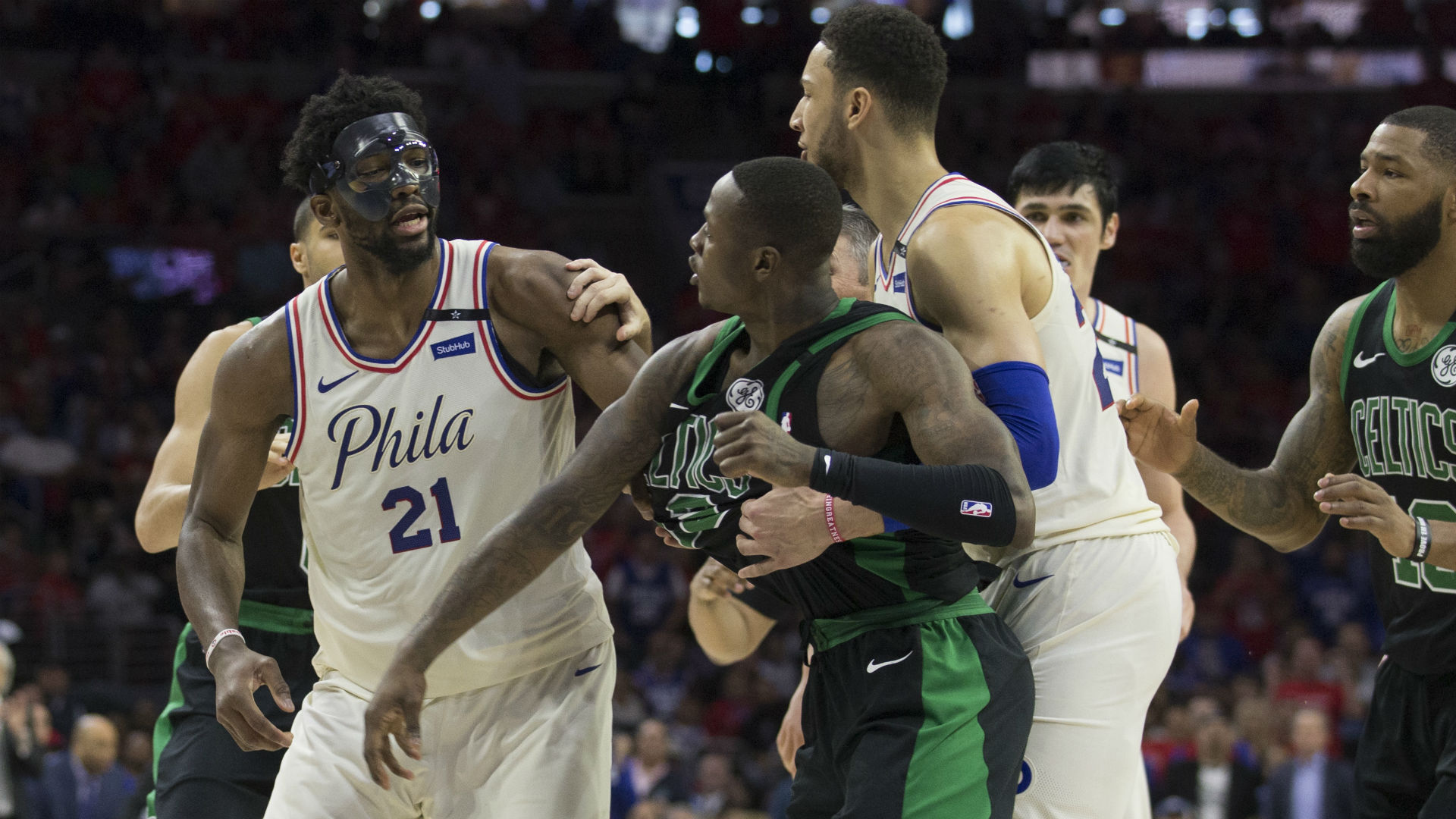 Confetti falls by mistake, then Celtics steal Game 3 in Philadelphia