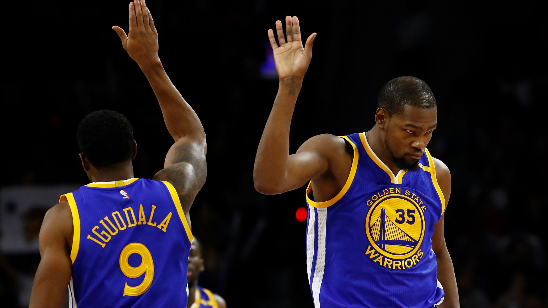 Warriors flex muscles to topple Rockets in Houston