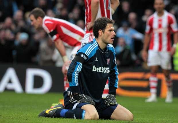 Hughes warns suitors off Begovic