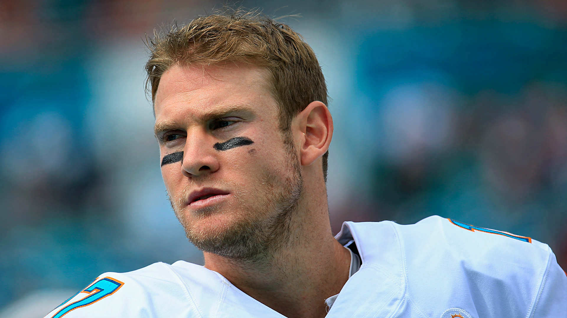 Dolphins QB Ryan Tannehill throws rookie out of huddle after missed block