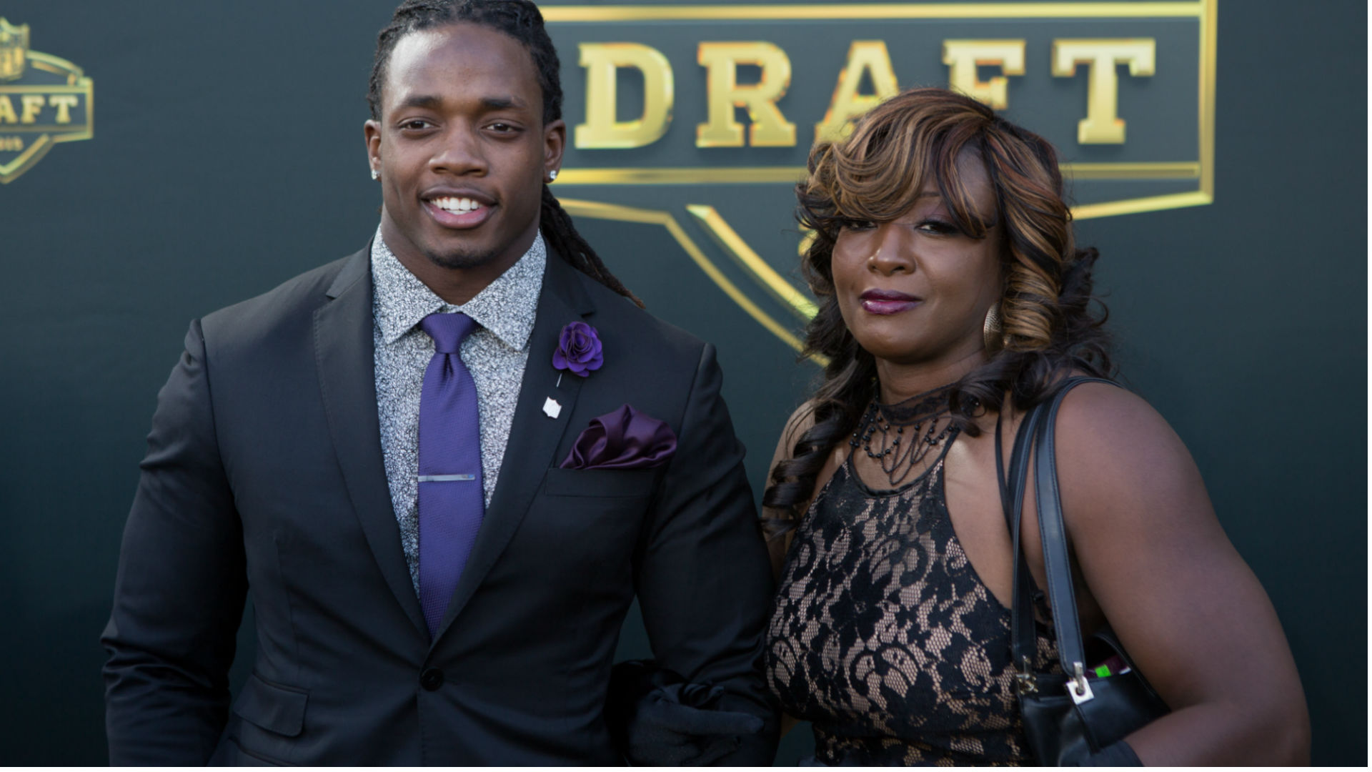 Melvin Gordon's mom won't wear his jersey until he earns it