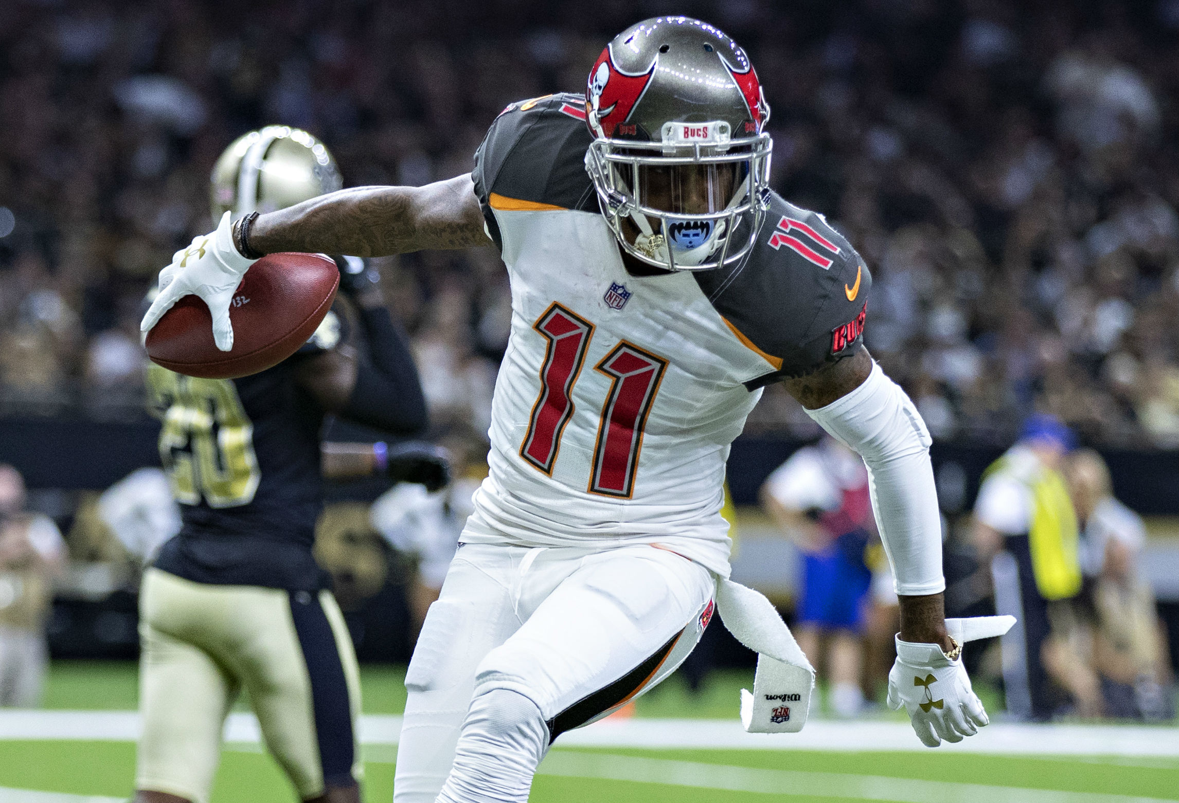 Buccaneers WR DeSean Jackson expected to play against Eagles after clearing concussion protocol, report says