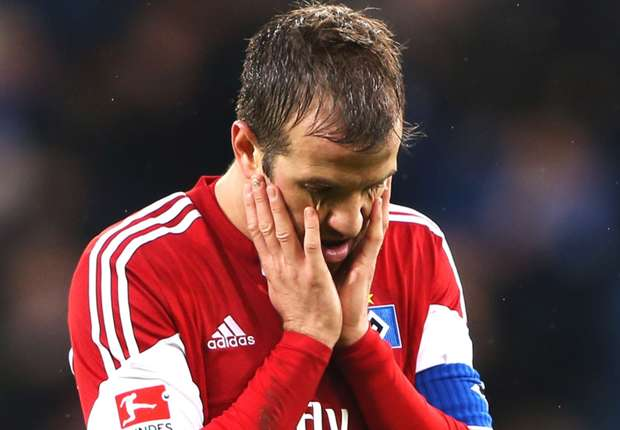 Hamburg midfielder Van der Vaart set for injury lay-off