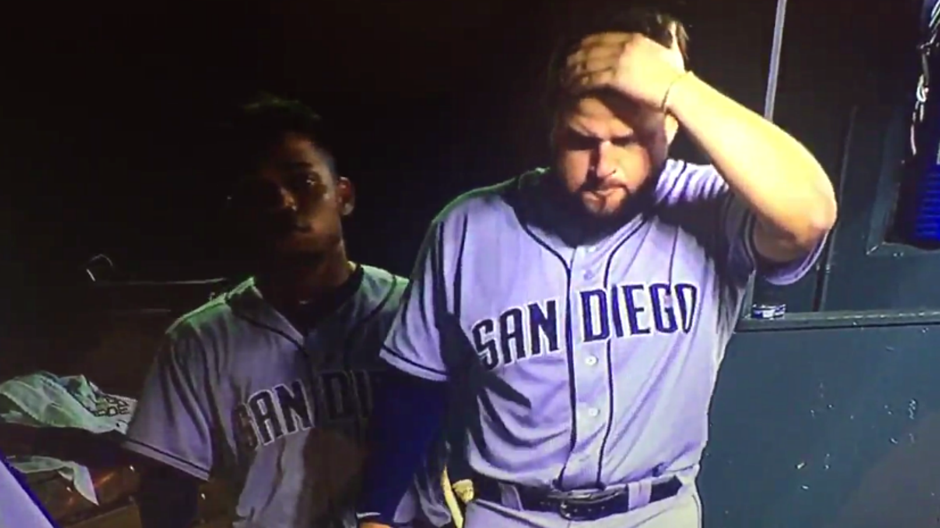 Yonder Alonso in pain